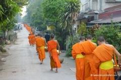 laos-luang-prabang-moenche