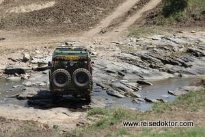 Bachdurchquerung in der Masai Mara