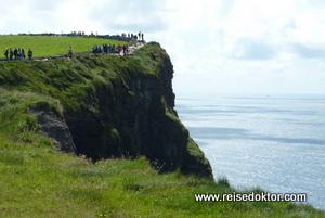 Besucher, Cliffs of Moher, Irland