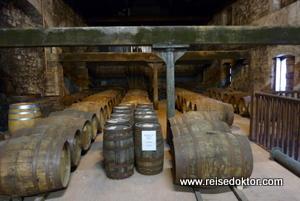 Whiskey Fässer in Irland