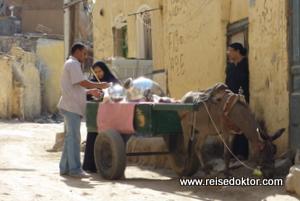 Strassenverkäufer in Assuan