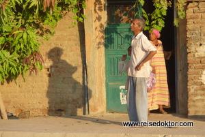 Zuseher bei der Ballonlandung in Luxor