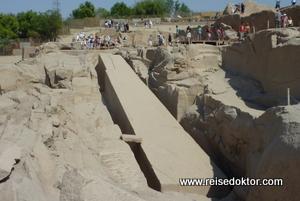 Obelisk im Steinbruch von Assuan