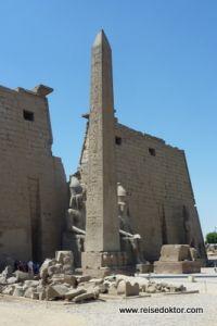 Obelisk vor dem Tempel von Luxor