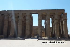 Säulen im Tempel von Luxor