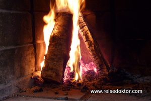 Kaminfeuer im Village Kakslauttanen, Ivalo