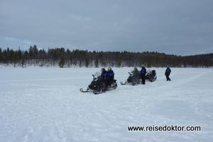 Schneemobilfahrt in Finnland