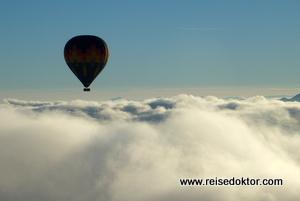 Ballon über den Wolken