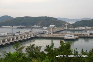 Staudamm in Nampo, Nordkorea