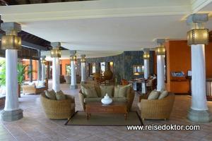 Dinarobin Hotel Rezeption