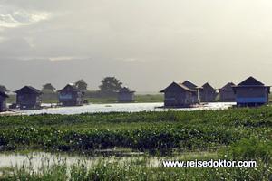 Bootshäuser in Sulawesi