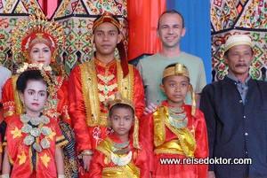 Auf einer Hochzeit in Sulaswesi