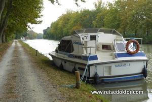 Liegeplatz mit dem Hausboot