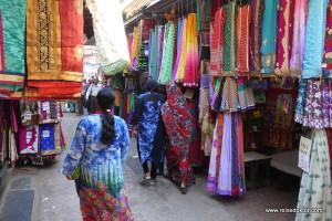 Stoffe auf dem Markt in Mumbai