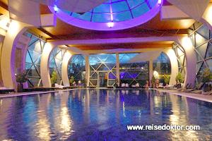 Schwimmbecken Spirit Hotel