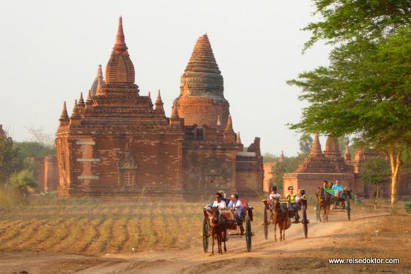 Bagan mit Pferdekutsche