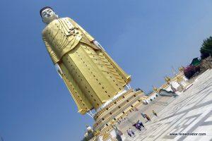 Monywa Stehender Buddha
