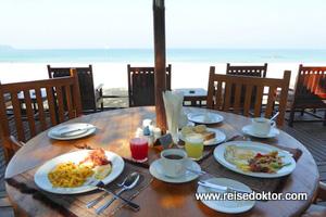 Thande Beach Hotel Frühstück