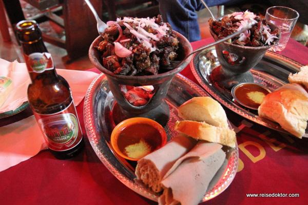 Injera mit Ziegenfleisch